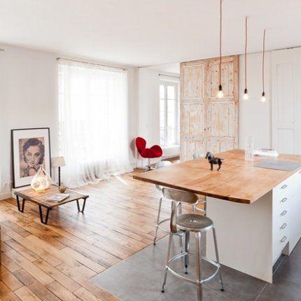 Vue lumineuse sur le salon / cuisine ouverte \u2022 Deux matériaux au