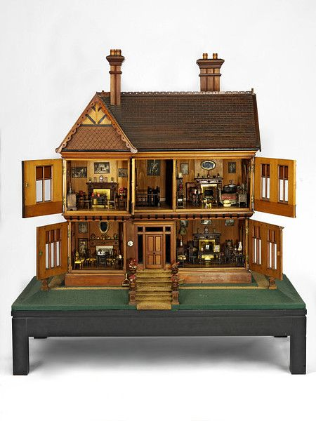 Queen Mary's dolls' house (Dolls' house)   V Search the Collections