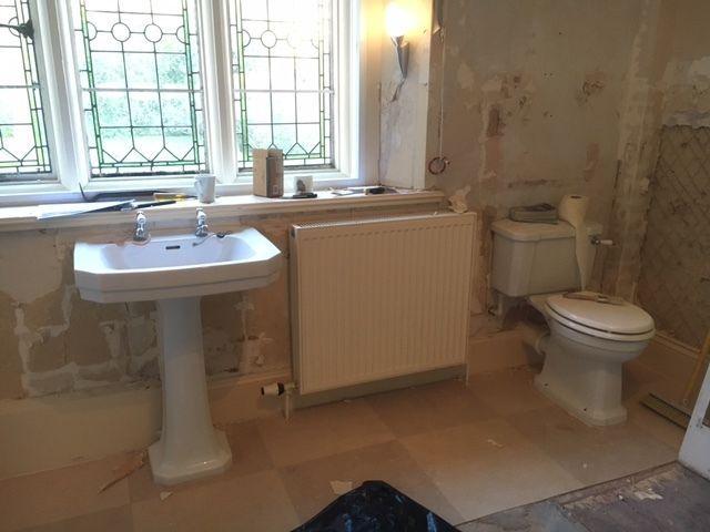 Excellent Condition Bathroom Suite Toilet Sink Bidet