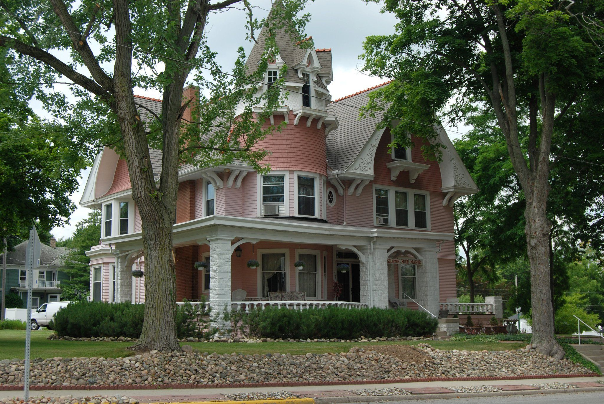 This Beautiful Bed & Breakfast In Indiana Is Like A