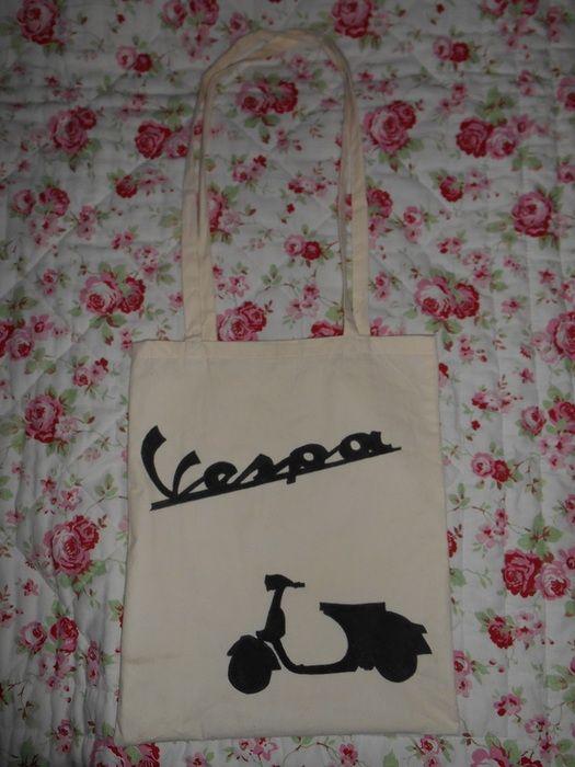 059766c08 Plátěná taška Vespa Ručně malovaná plátěná taška s dlouhými uchy, možnost  nakreslení i na tašku s krátkými uchy nebo na malou tašku s dlouhými nebo  krátkými ...