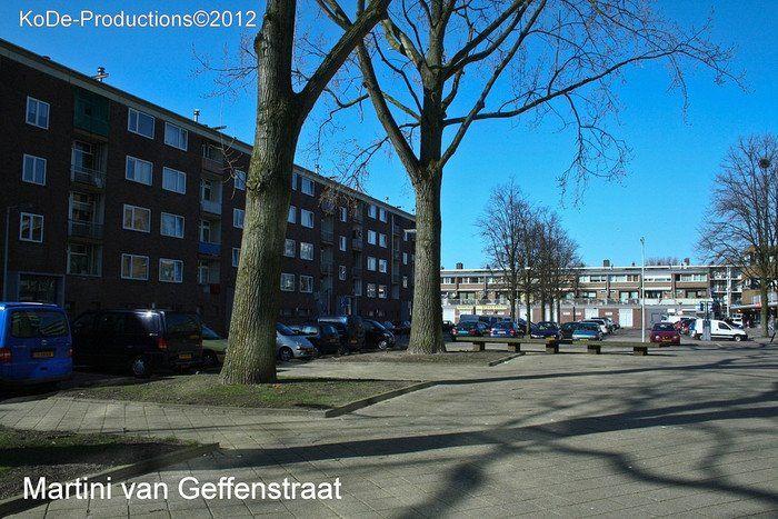 2012 Osdorp M. van Geffenstraat één van de weinige blokken in de SUHAbuurt die nog niet is gesloopt.