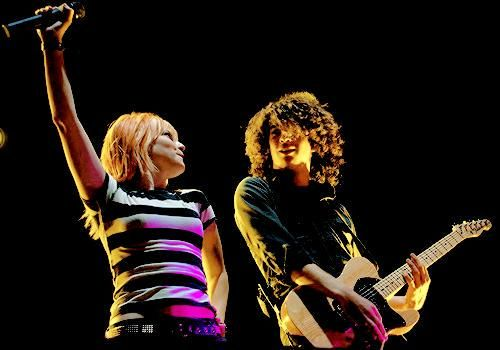 Hayley Williams and Taylor York final Riot 2008   P-more