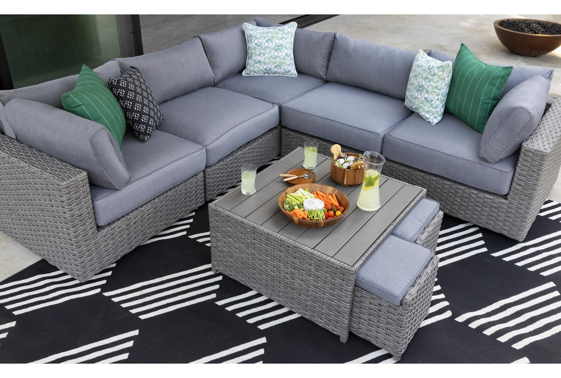 Koro Outdoor Coffee Table With 2 Ottomans Grey 450 In 2020