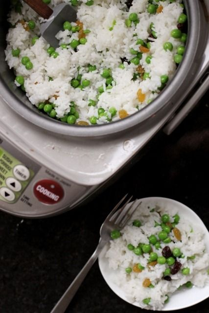Simple 5-Minute Rice Cooker Meal: Jasmine Rice & Peas by Daily Garnish #ricecookermeals