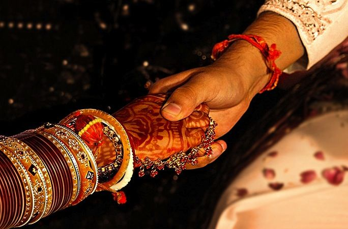 Hindu Wedding Hand Holding Ceremony A Part Of The Hindu Wedding Ceremony Is The Paani Graha Hindu Wedding Hindu Wedding Ceremony Wedding Ceremony Traditions