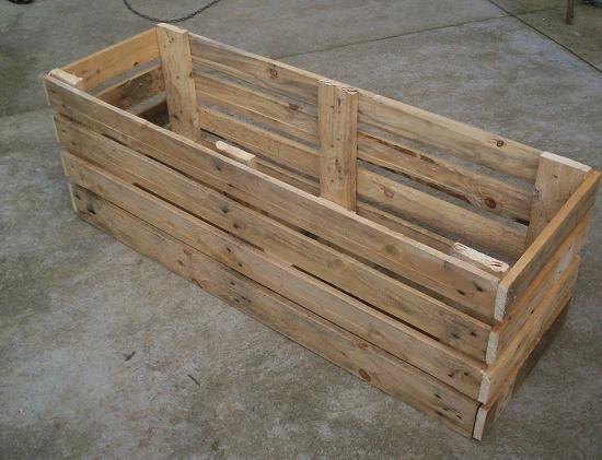Brico jardinera con palets jardineras internet y - Como hacer una jardinera de madera ...
