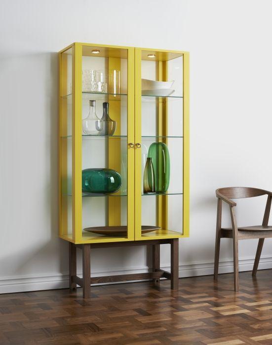 Glazen Wand Vitrinekast.Stockholm Kast Met Glazen Deuren Ikea Geel Eyecatcher