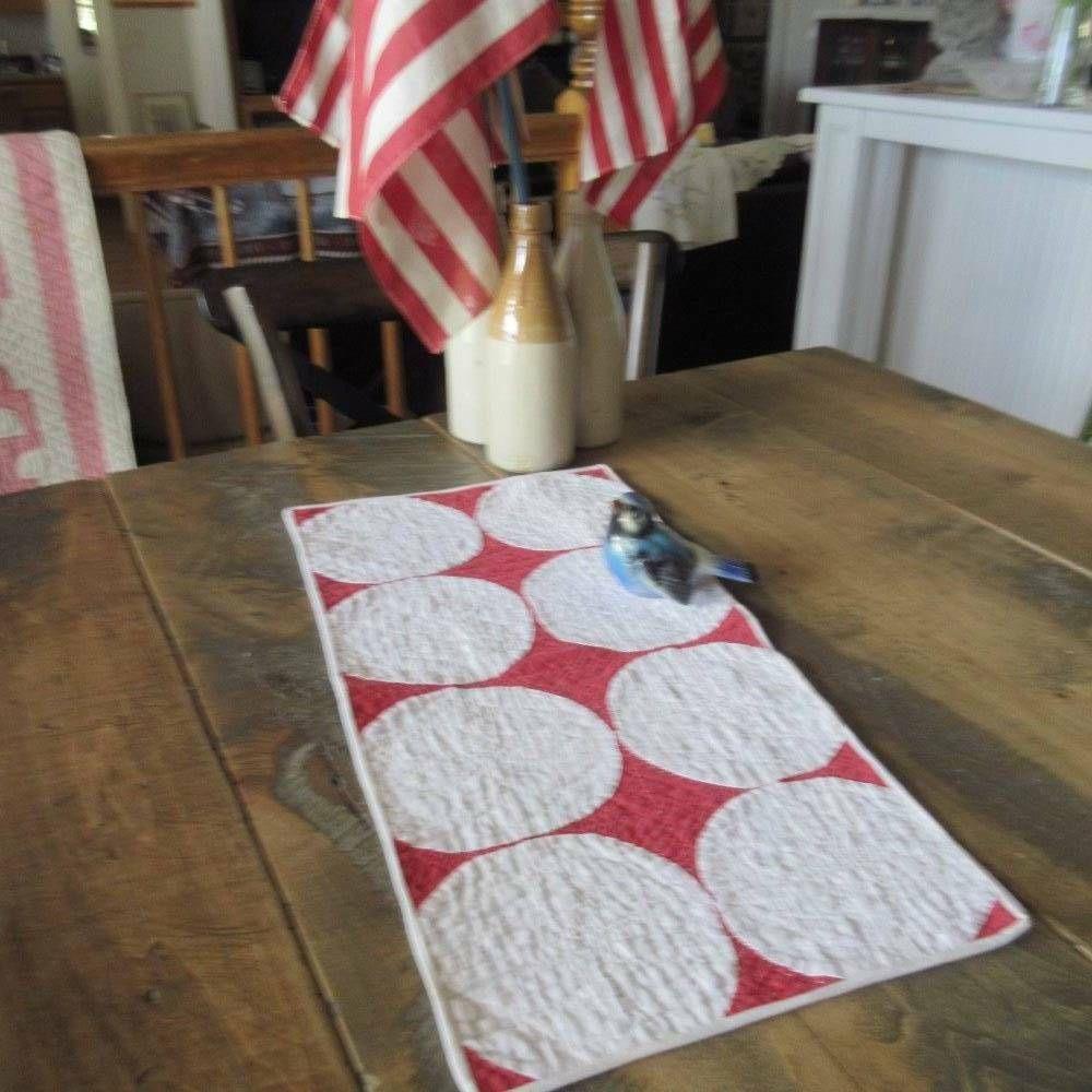 Pretty Vintage RED & WHITE Cottage Farmhouse Table QUILT