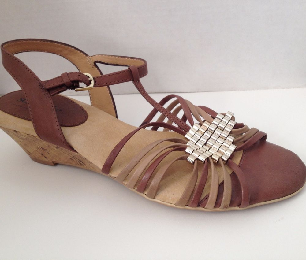 SoftSpots Womens Shoes Sz 6M Brown Leather Open Toe Wedge Heel Sandals
