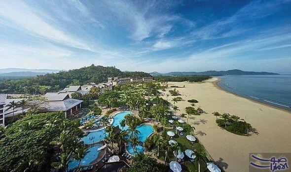 أفضل شهر عسل مثير في جزيرة بورنيو تعد جزيرة بورنيو الساحرة ثالث أكبر جزيرة في العالم وه Luxury Beach Resorts Beautiful Beaches Paradise Best Island Vacation