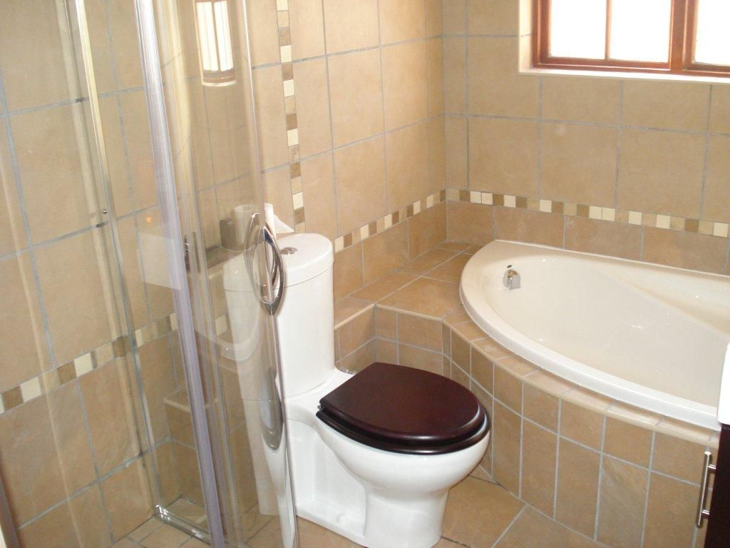 Corner Tub Shower Combo In Small Bathroom Corner Bath And Shower