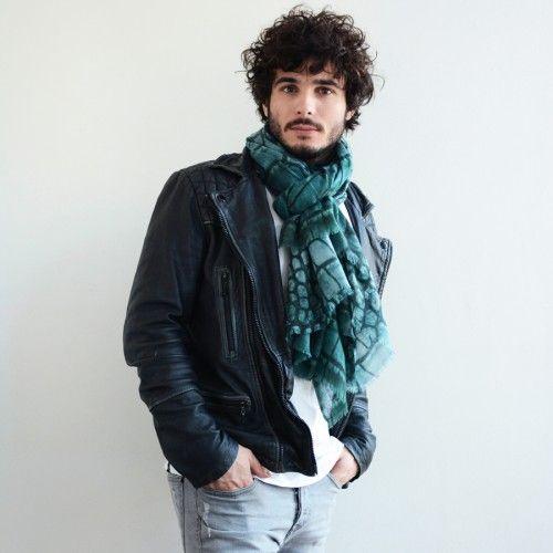 8a20fbe15101 Maxi écharpe en gaze de laine imprimée CROCODILE de Monsieur Charli ...