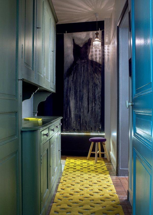 un appartement familial qui revisite le style haussmannien interiors entry hallway and deco. Black Bedroom Furniture Sets. Home Design Ideas