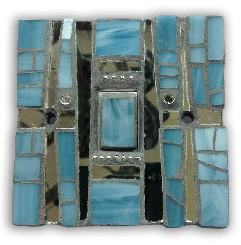 Light switch in cracked blue and silver - mosaic. Size 9 x 9 x 1.5 cm. Hand crafted in Murano and Tiffany stained glass. Size 9 x 9 x 1.5 cm. Please feel free to send me a message on Pinterest for commissions.