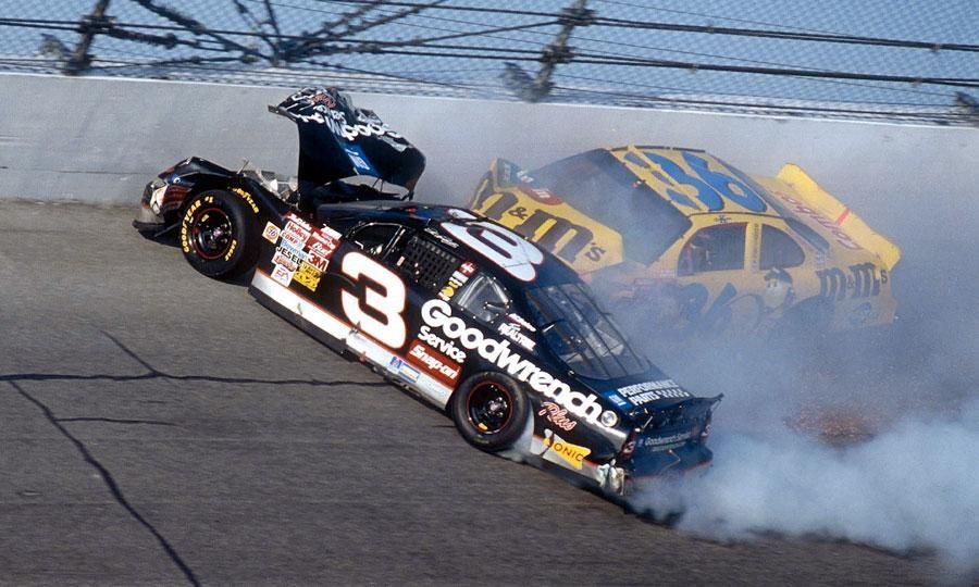 dale earnhardt died at daytona 500   nascar crashes ...Dale Earnhardt Bloody Car