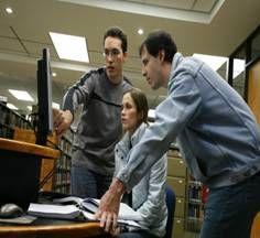 La Biblioteca cuenta con computadoras para la consulta de los medios electrónicos que tenemos disponibles, pero también puedes conectarte con tu computador o dispositivo movil al wi-fi.
