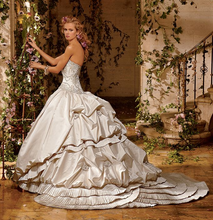 Princess Style Ball Gown Wedding Dress With Pick-up Skirt
