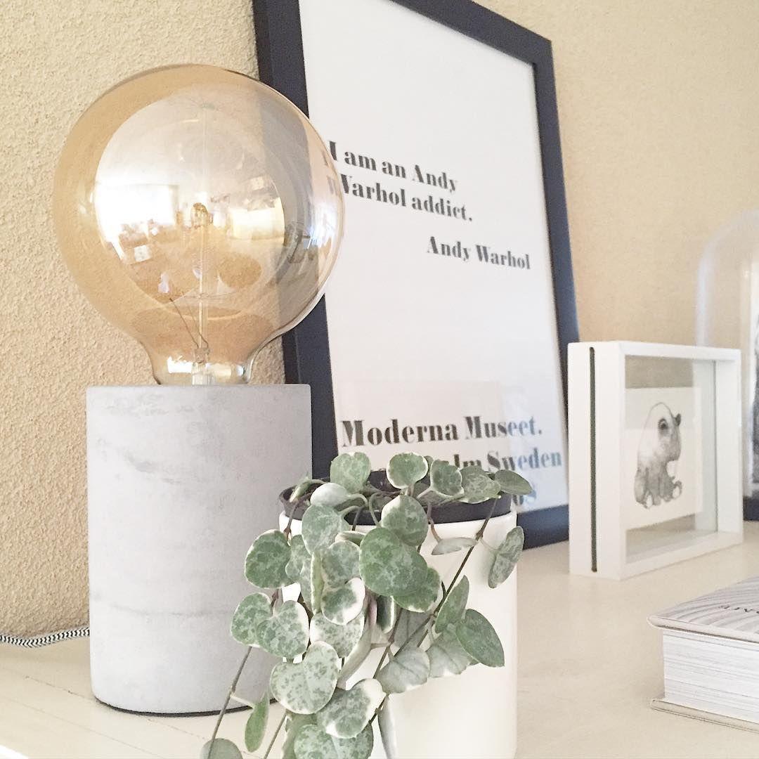 #kwantum repin: Tafellamp Charis @mirielle66 - HOME • Thuis gekomen van drukke werkdag en dan nog heerlijk en zonnetje, daar word je toch blij van! Deze leuke lamp vond ik gisteren bij @kwantum_nederland en nog een leuk prijsje ook, die moest mee . Fijne avond allemaal!✨