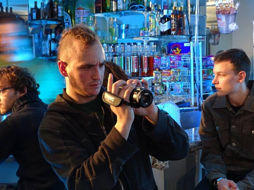 """CA Y EST C'EST PARTI !!!!!! 1er tournage de """" la teigne"""", c'était jeudi au Crystana avec les étudiants de la licence pro du Creusot, Marin qui joue Manu jeune, Théodbald à la caméra et Sacha assistante. Beau moment avec une petite plongée dans les années 80"""