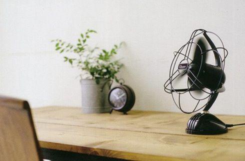デスク作業に涼風を クールなデザインの小型扇風機 Clarice 画像あり 扇風機 デザイン クール