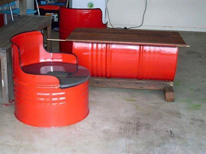 Table Et Fauteuil Fait Avec Des Futs Metalliques Vive Le Recyclage Barrel Furniture Homemade Furniture Used Outdoor Furniture