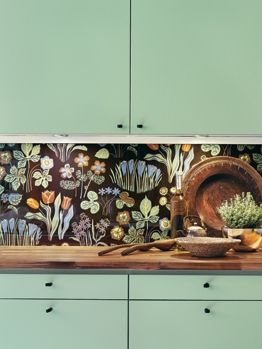 renovando a cozinha alugada: pintar móveis velhos, parede de lousa com desenhos criativos