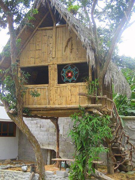 cabane en bambou bambou au jardin en 2019 bambou. Black Bedroom Furniture Sets. Home Design Ideas