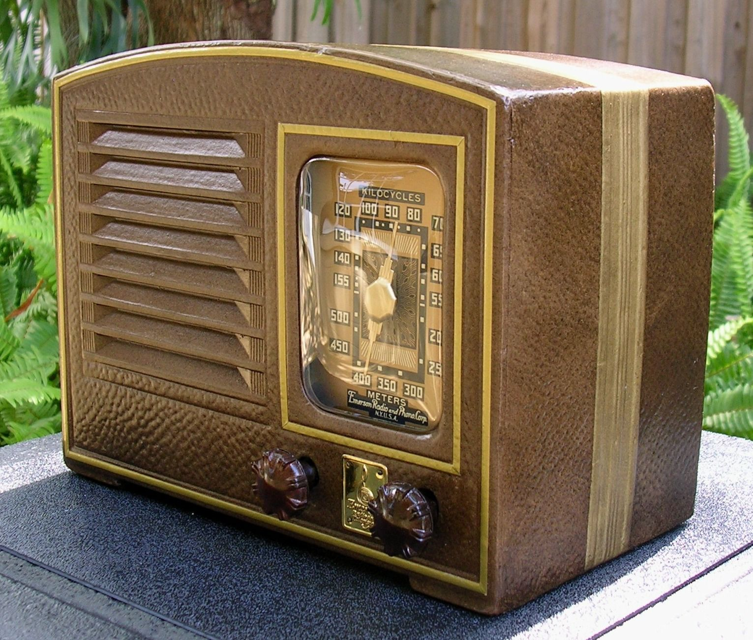 1941 Emerson Db327 Cardboard Am Radio Antique Radio Old Radios