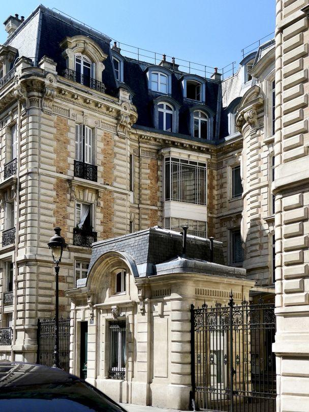 Emmanuel De Bayser's Chic Paris Apartment (Habitually Chic