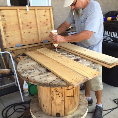 How to Make an Old Cable Spool into a DIY Table #cablespooltables