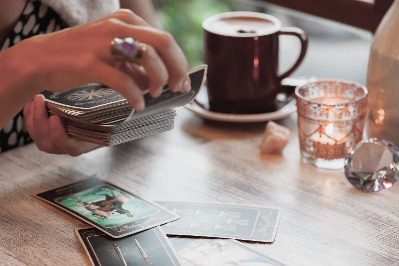 3 selfcare benefits everyone can get from a daily tarot