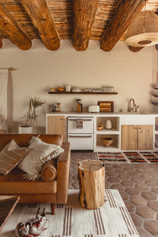 Saguaro Suite At Jth Tucson Nature Lodges For Rent In Tucson Arizona United States Southwestern Home Decor Southwest Interior Southwestern Interior