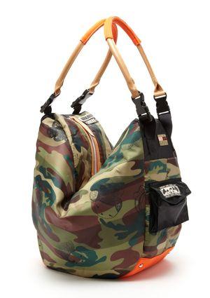 HARAJUKU LOVERS Camo Handbag