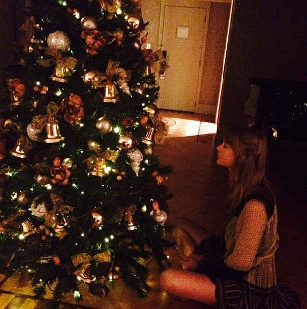 Taylor Swift Stared At This Tree Taylor Swift Christmas Taylor Swift Swift Photo