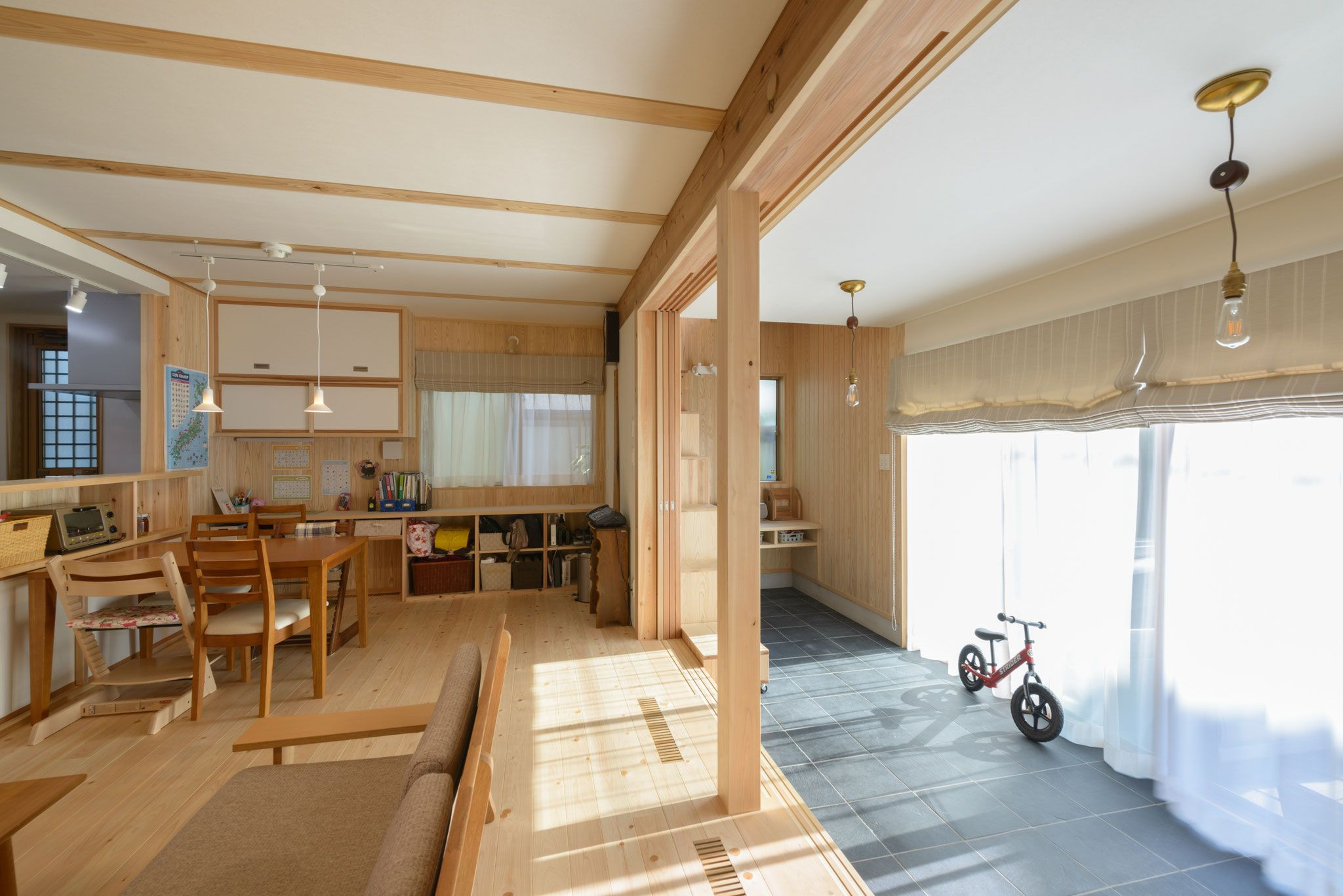 上尾市でシンプルな木の家 リビングには外につながる土間があります