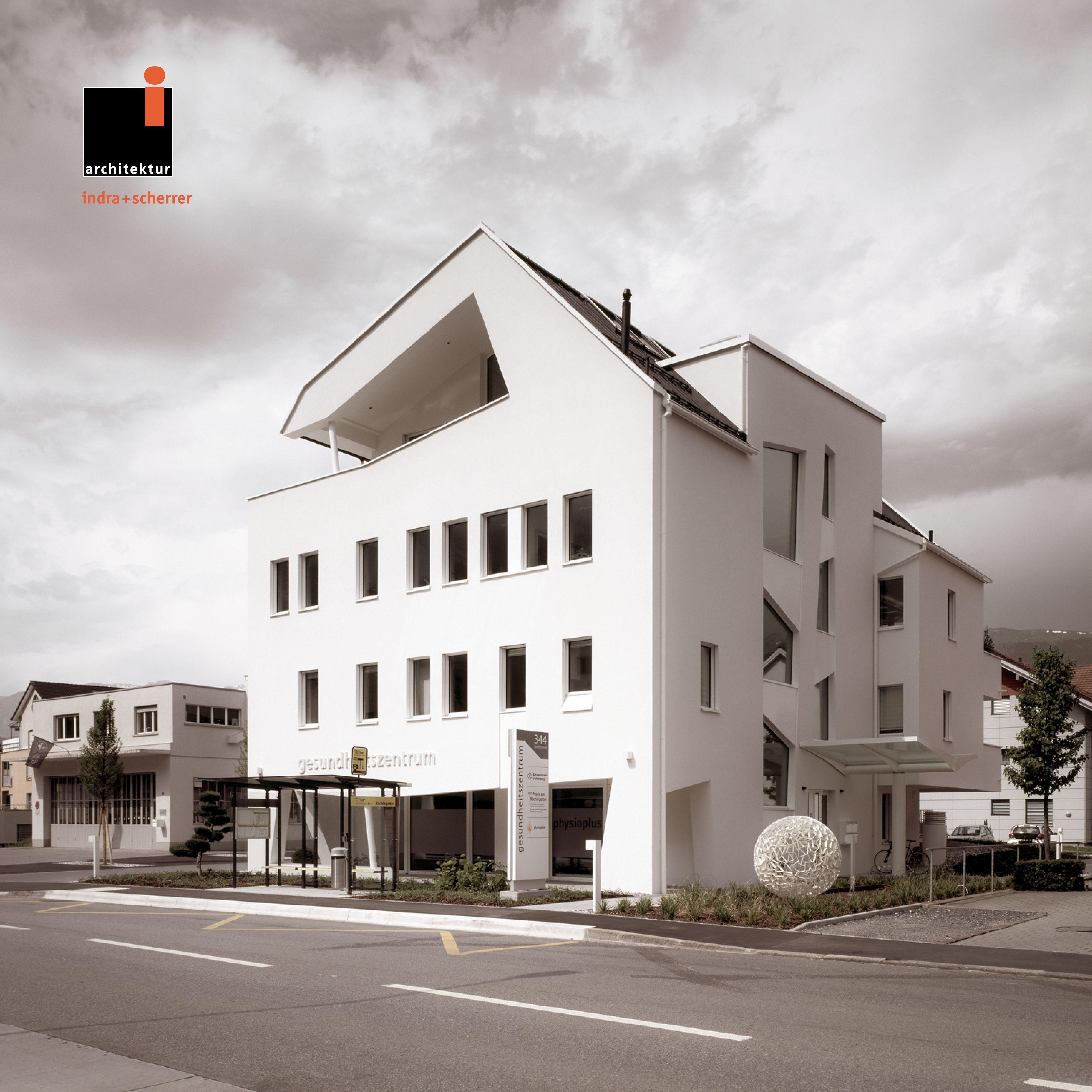 #indrascherrer #architecturephotography #architecturedesign #appartmentdesign #differentthanothers #entrancedesign #deconstructvism #whitefacade #balcony #healthcenter #diagonalarchitecture