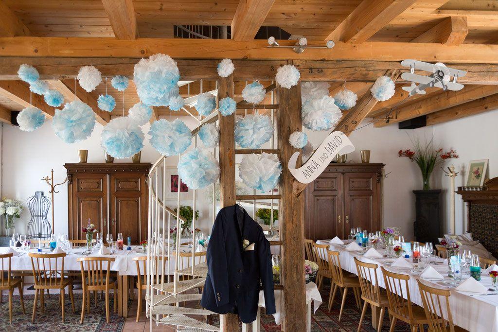 Geschmuckter Feiersaal Im Garten Der Geheimnisse Hochzeitstisch Hochzeitsfotograf Hochzeitsfotografie