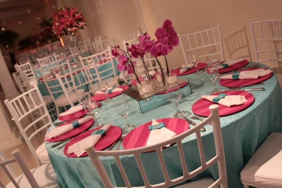 Vestido de debutante azul tiffany e rosa