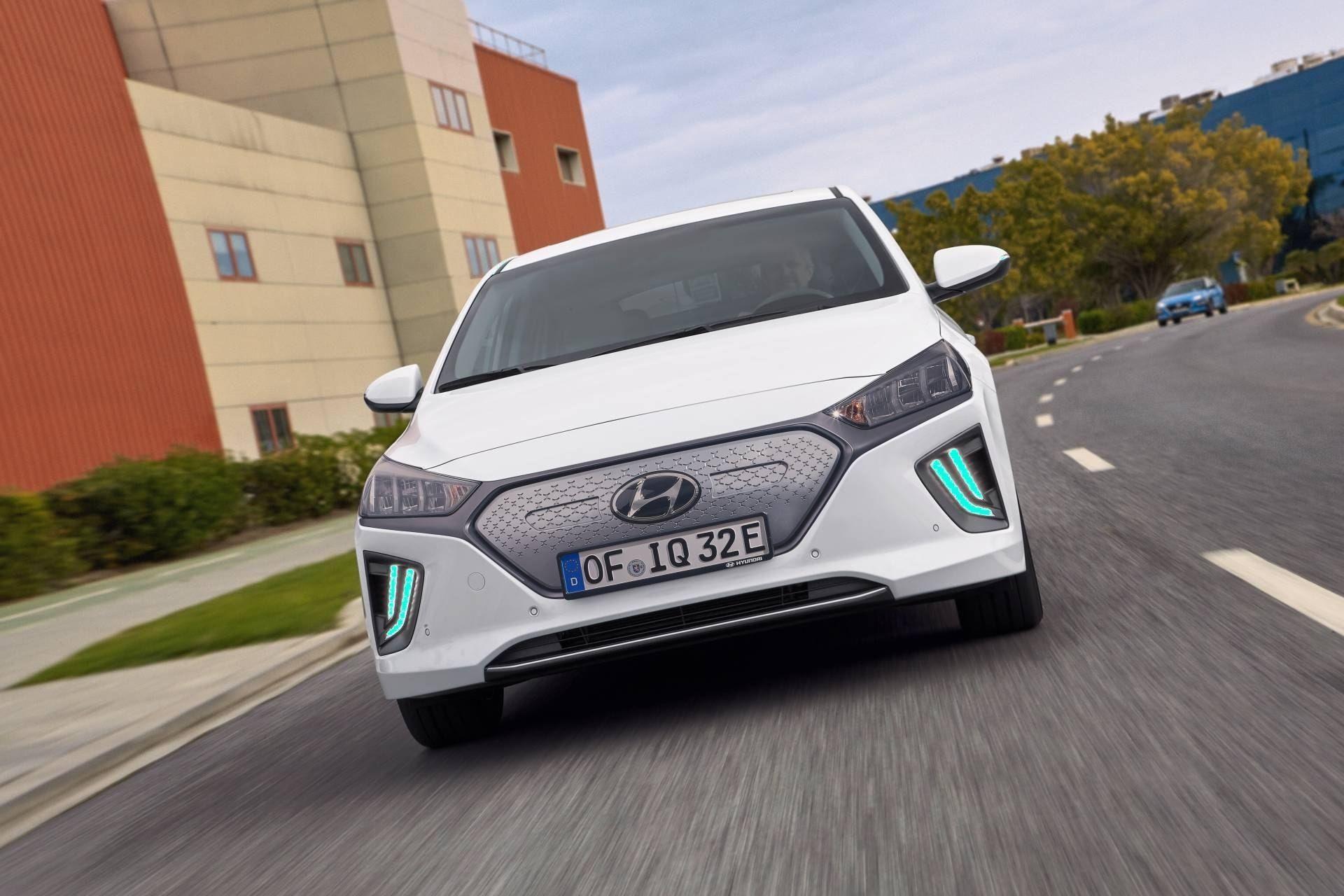 Hyundai Ioniq Electric 2020 Specs And Review Hyundai Electric Car Hyundai Car