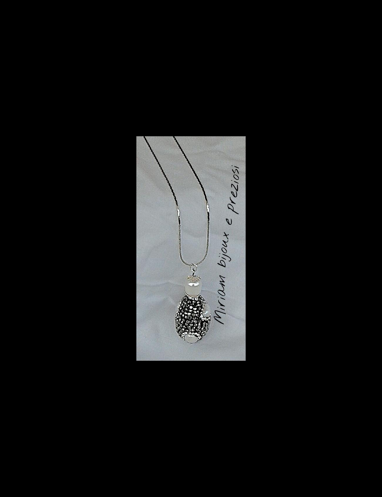 Giroccollo in acciaio realizzato con pendente in marcasite con perline in madreperla  € 14