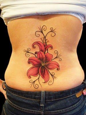 tatouage femme bas du dos femme hibiscus couleur | tatouage