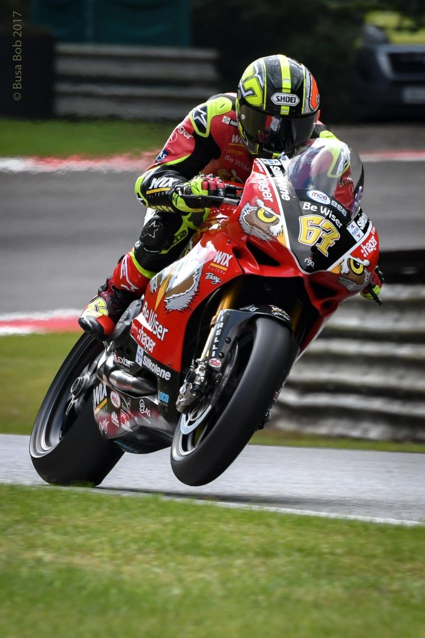 Shakey Shane Byrne 67 On The Gas Out Of Stirling S At Bsb Brands Hatch Racing Bikes Bike Racers Motogp
