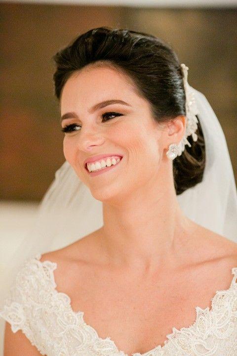 Beleza criada por G. Junior. O casamento de Ana Carolina e Pedro, publicado no Euamocasamento.com. As fotos são de Ricardo Gomes. #euamocasamento #NoivasRio #Casabemcomvocê