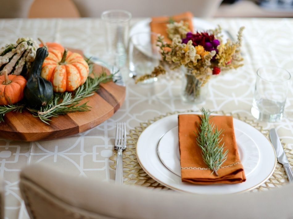 6 Holiday Table Setting Ideas | Table settings, Holiday tables and ...