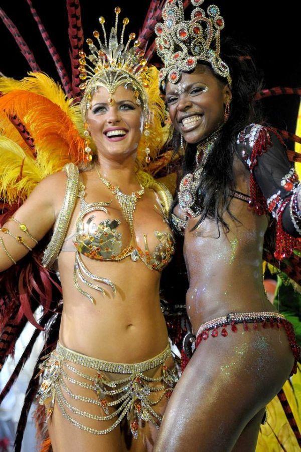 девчонки с карнавала в рио с горячими игрушками