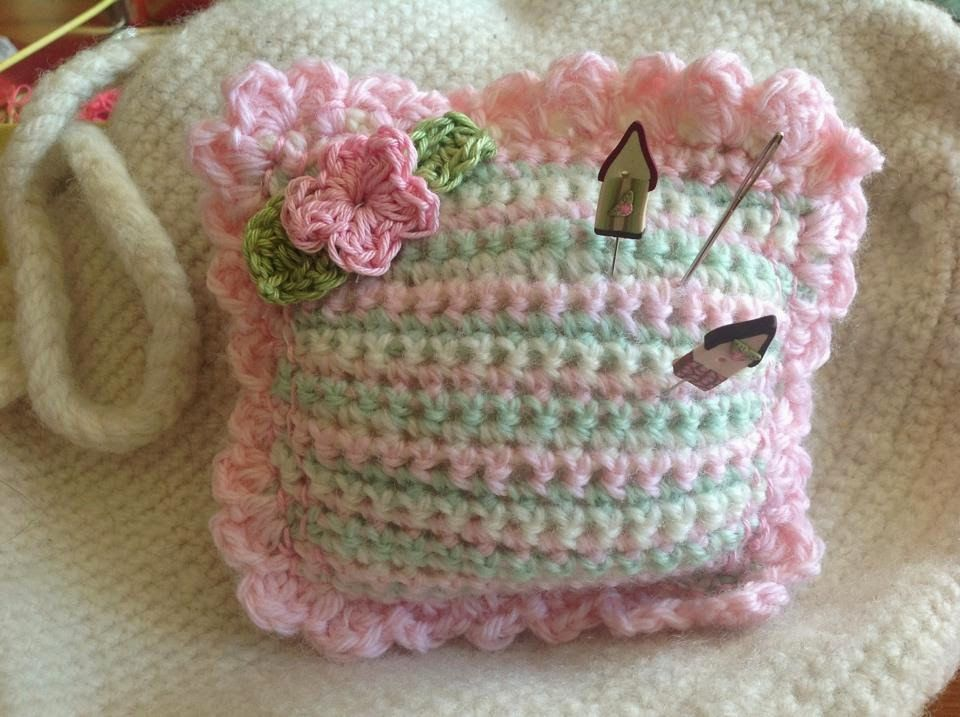 Free Pattern for this little pincushion | para regalar | Pinterest ...