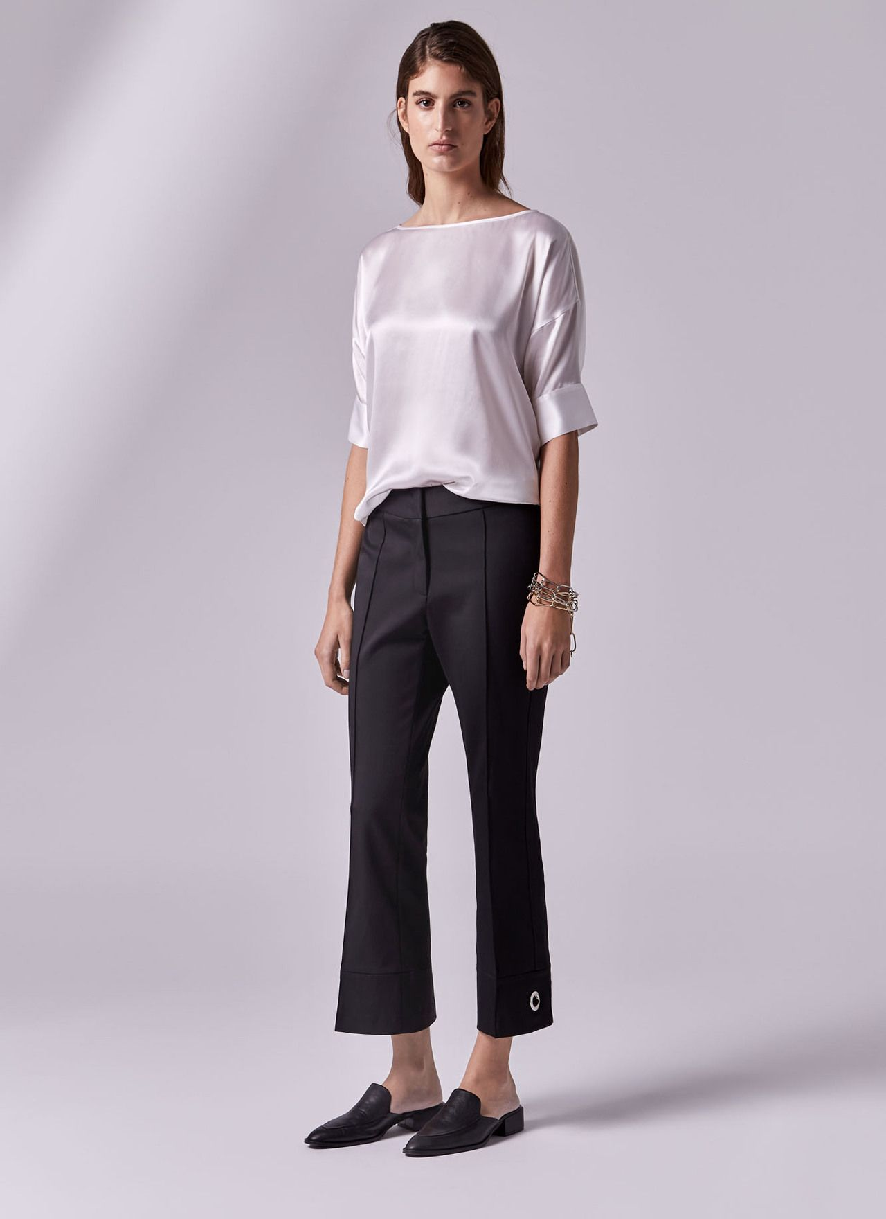 98b5d59d59e3 Blusa de seda con manga corta - Camisas y blusas | Adolfo Dominguez ...