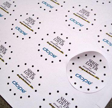 Klistermærker til skokæden DOPE/ Udarbejdet af grafisk designer Anne Mark Møller / Designbureauet Anetmai