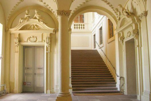 Le Treppenaufgang eingangshalle mit treppenaufgang zur antisala residenzschloss